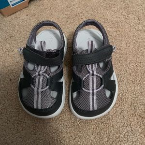 New Columbia sandals